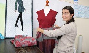 Fernweh zu den Royals: Yasemin Ermak zeigt ihre Interpretation von königlicher Mode