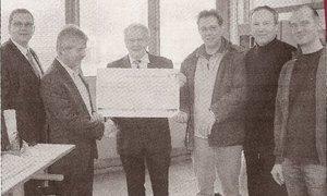 Scheckübergabe der Innung des Kraftfahrzeuggewerbes Oberhessen an die Max-Eyth-Schule
